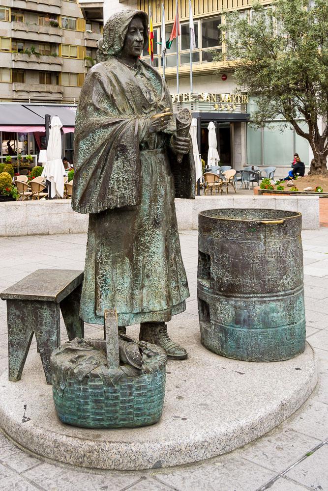 La Castañera ourense estatua
